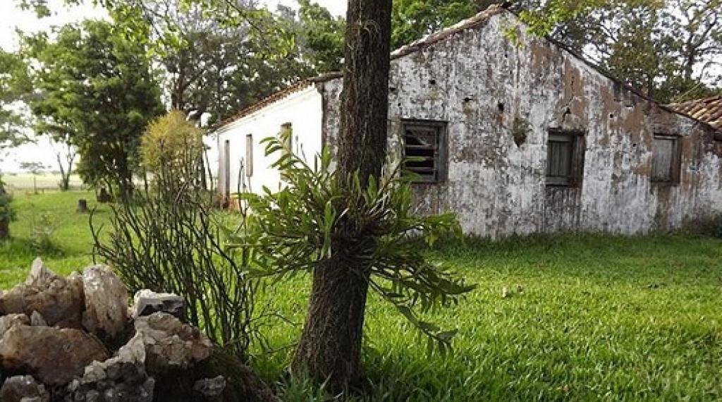 CERRO DA BELA VISTA - De propriedade do artista plástico Marquito Moraes, o Cerro da Bela Vista está localizado no interior do município, no distrito da Timbaúva, local de nascimento de Jayme Caetano Braun e se traduz em um local aprazível que oferece uma