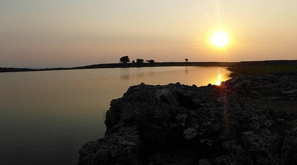 LAGOA DO CERRO - Esta bela lagoa encontra-se localizada no Rincão das Burras, sendo e tem sua nascente no alto de um cerro. Segundo informações, mesmo em épocas de estiagem intensa, suas águas sempre se mantiveram no nível, mostrando que a vertente que lh